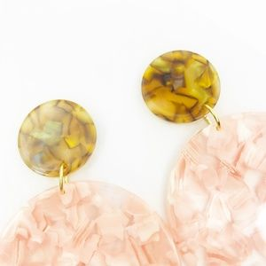 CLOSET REHAB Jewelry - Circle Drop Earrings in Pink with Iridescent Camel